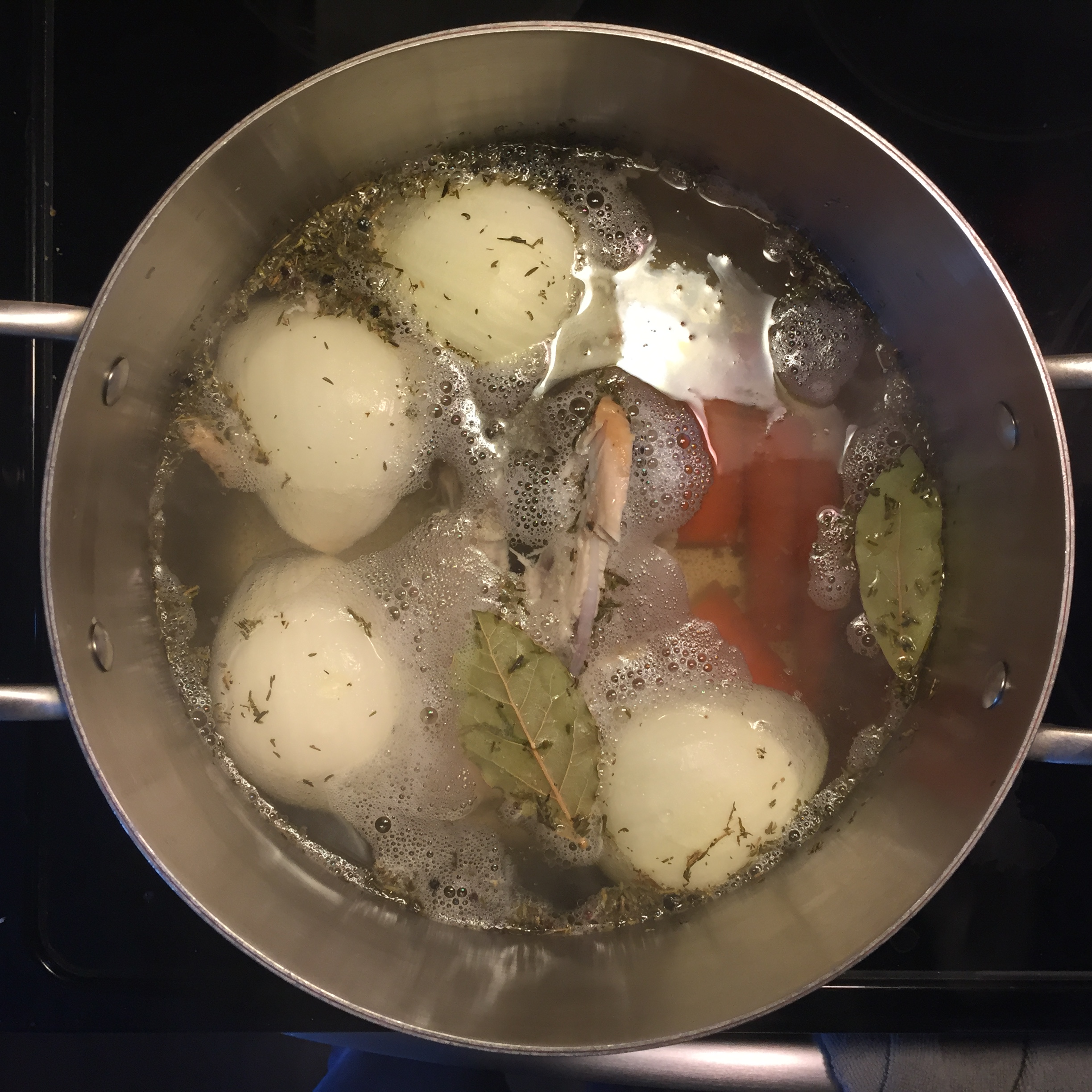 5 Ingredient Chicken Stock https://sandyapple.com